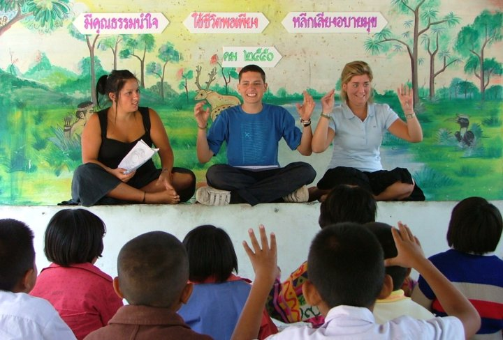 Get teaching experience in Thailand